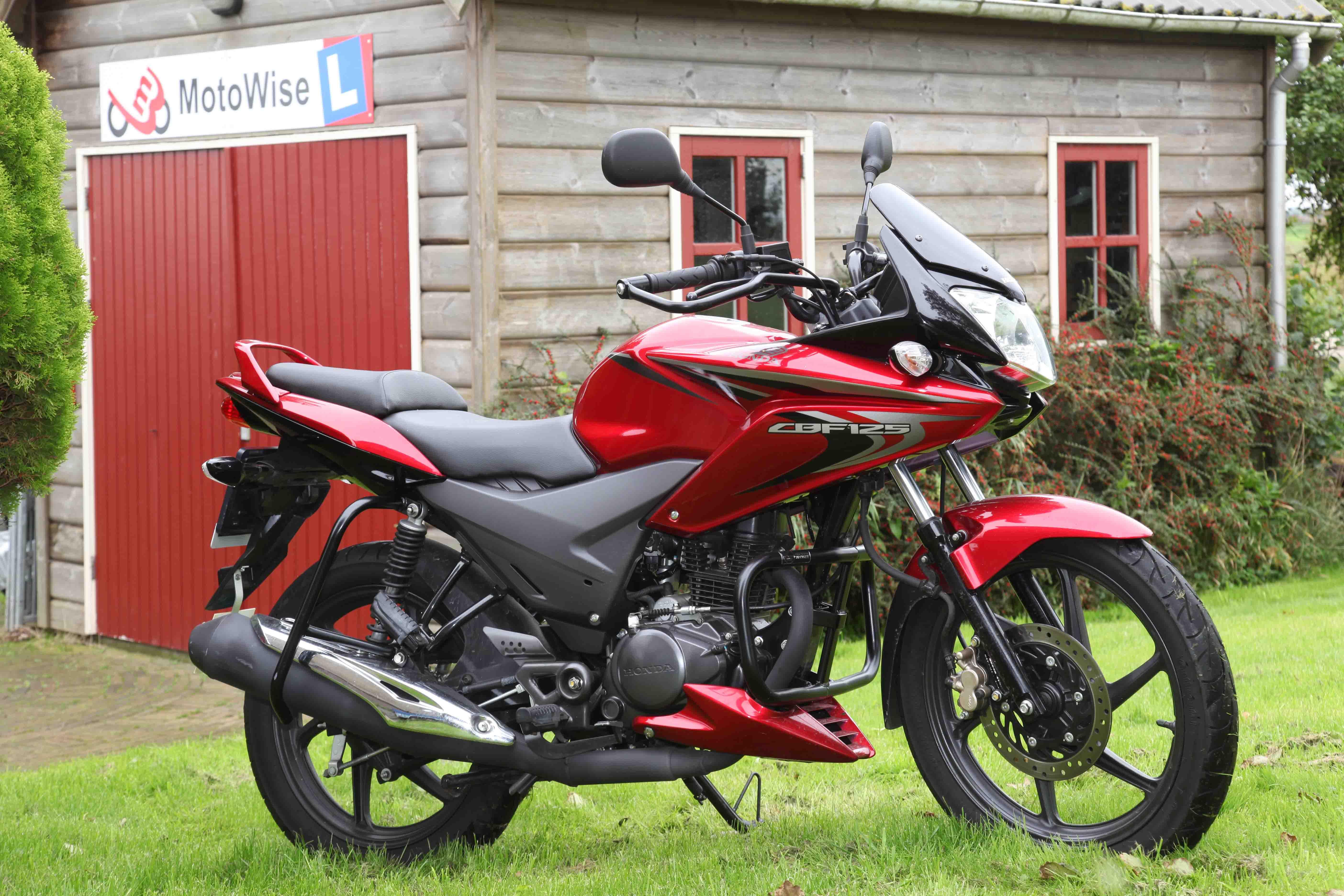 Honda CBF125 voor rijlessen en rijexamen A1